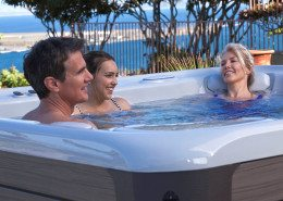 Hot Spring-Highlife-2014-Grandee-NXT-Ice Gray-Monteray Gray-Lifestyle-Famly-01