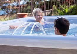 Hot Spring-Highlife-2014-Grandee-NXT-Ice Gray-Monteray Gray-Lifestyle-Mom-Son01