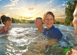 Hot Spring-Highlife-2014-Vanguard-IceGray-Lifestyle-Family-Sunset-01